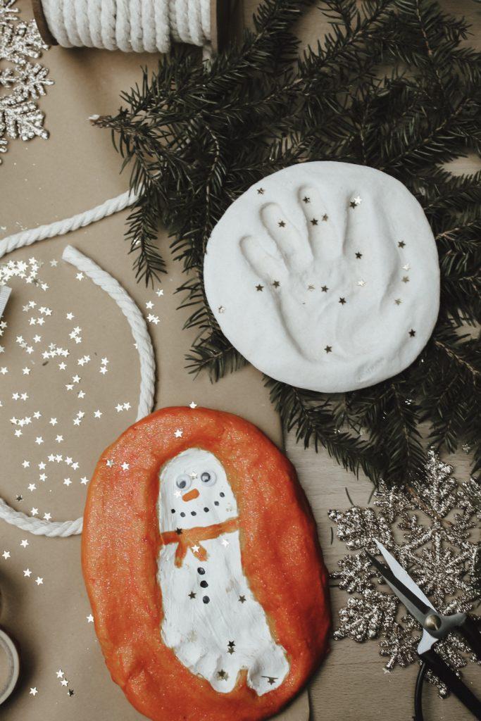 Salzteig-Anhänger als Weihnachtsgeschenk selber basteln - Schmuck für den Christbaum / Tannenbaum oder einfach ein Geschenk als Erinnerung