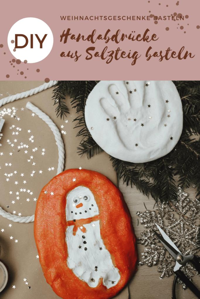 Schöne Ideen um Weihnachtsgeschenke zu basteln: Salzteigabdrücke aus Hand - und Füßen, als Christbaumschmuck, Teelichtständer und vieles mehr